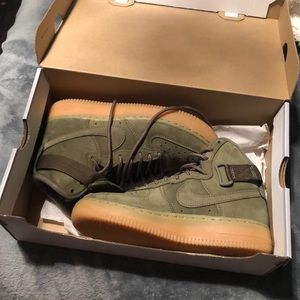 Olive green air force 1 high WB (gs)